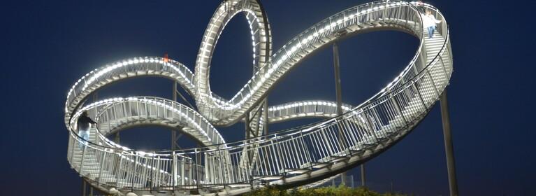 Tiger & Turtle: Eine begehbare Treppe geformt wie eine Achterbahn