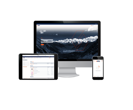 Ein Tablet, ein Handy und ein PC-Bildschirm mit der geöffneten Syfit-Prüfsystem App im Vordergrund