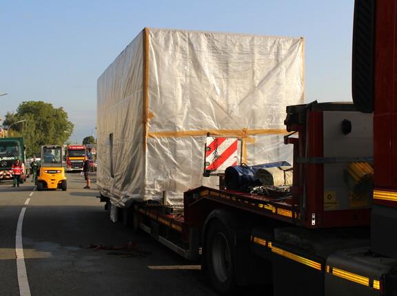 Anlieferung der verpackten Maschine