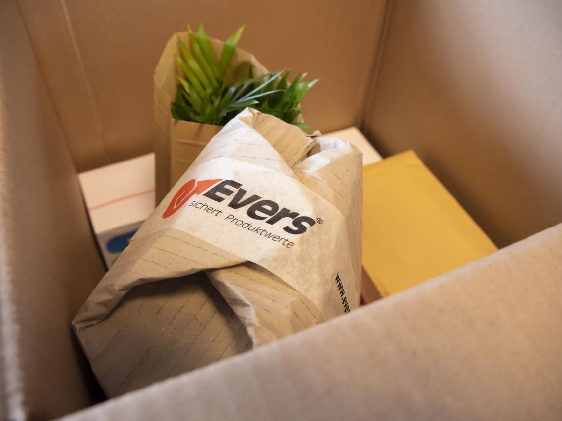 Die Klein- und Großprodukte wurden zusammen in einen Papier-Kartonage gepackt