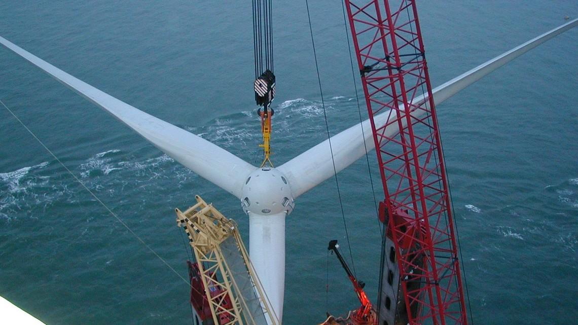 Montage einer Offshore-Windkraftanlage