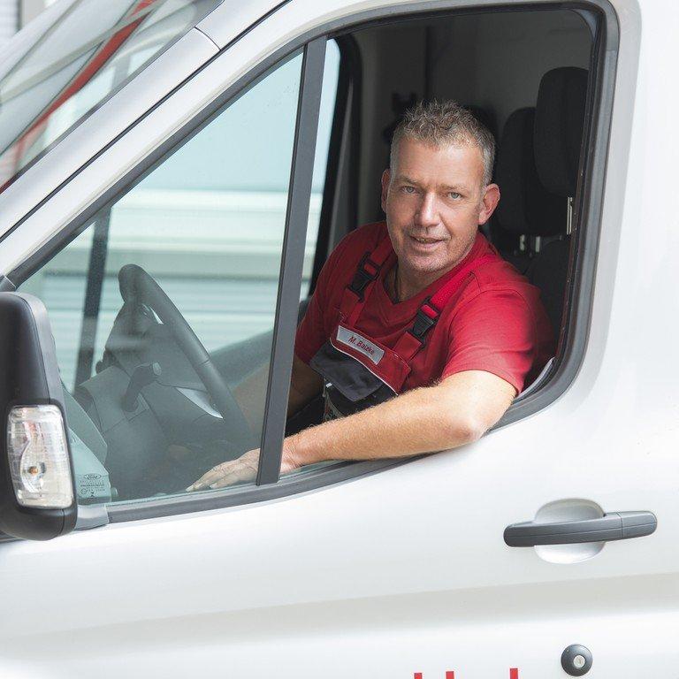 Unser Serviceleiter sitzend im Transporter