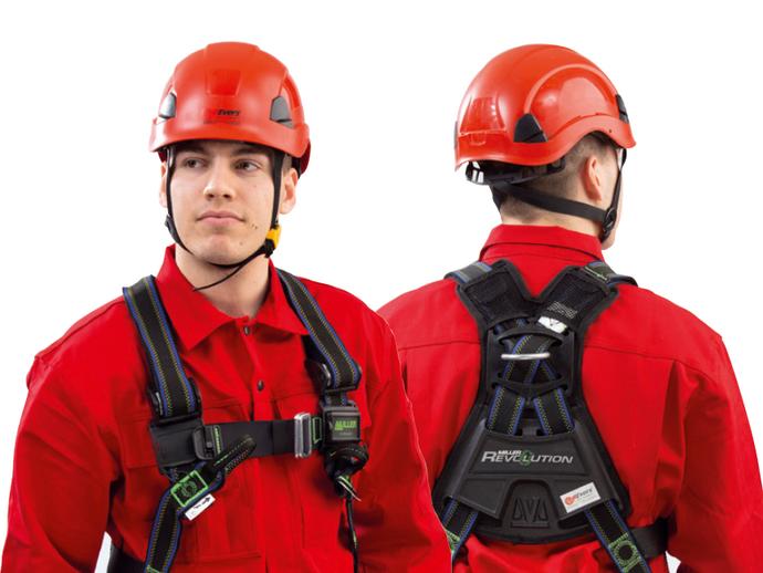 Die Vorder- und Rückseite eines Evers-Mitarbeiters, der den Evers 2-Punkt-Auffanggurt PREMIUM. Zudem trägt er