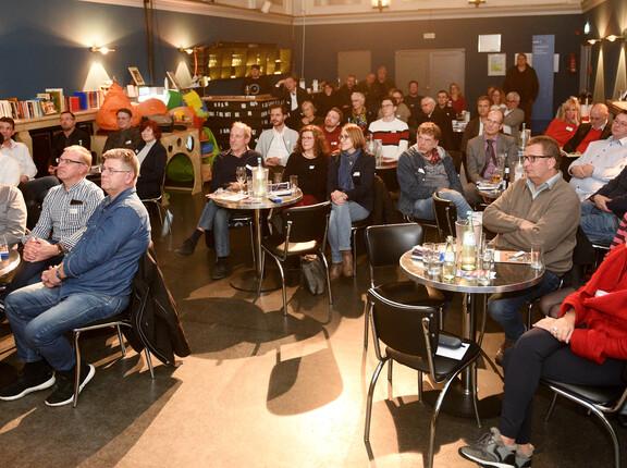 Besucher der Veranstaltung in der b.a.r im Theater Oberhausen