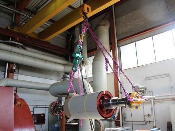 Komplette Lastaufnahmeeinrichtung und Kranhaken des Kraftwerks