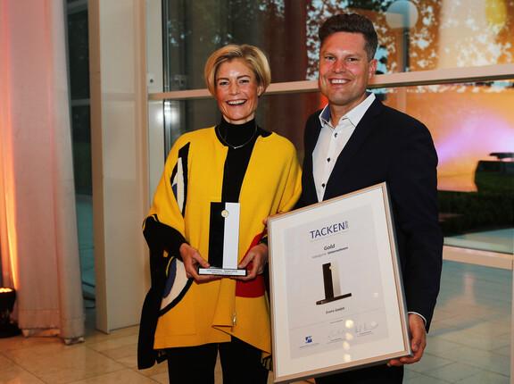 Preisfoto nach Auszeichnung mit dem Tacken