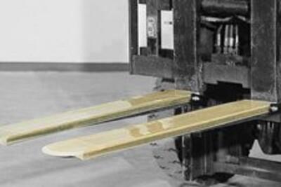 Gewebezinkenschutzschuh montiert an einem Gabelstapler